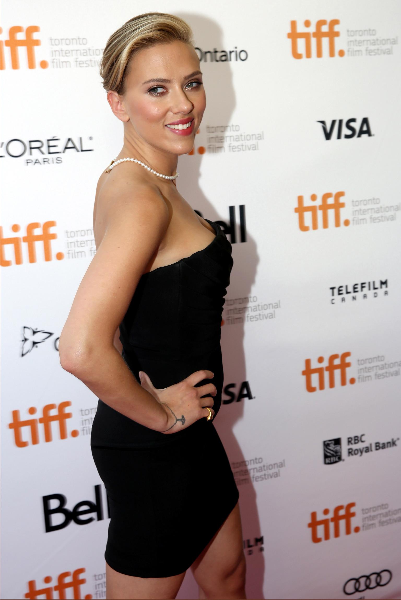 Scarlett Johansson Wears Tiny Black Dress, Pearls To 'Don Jon ...