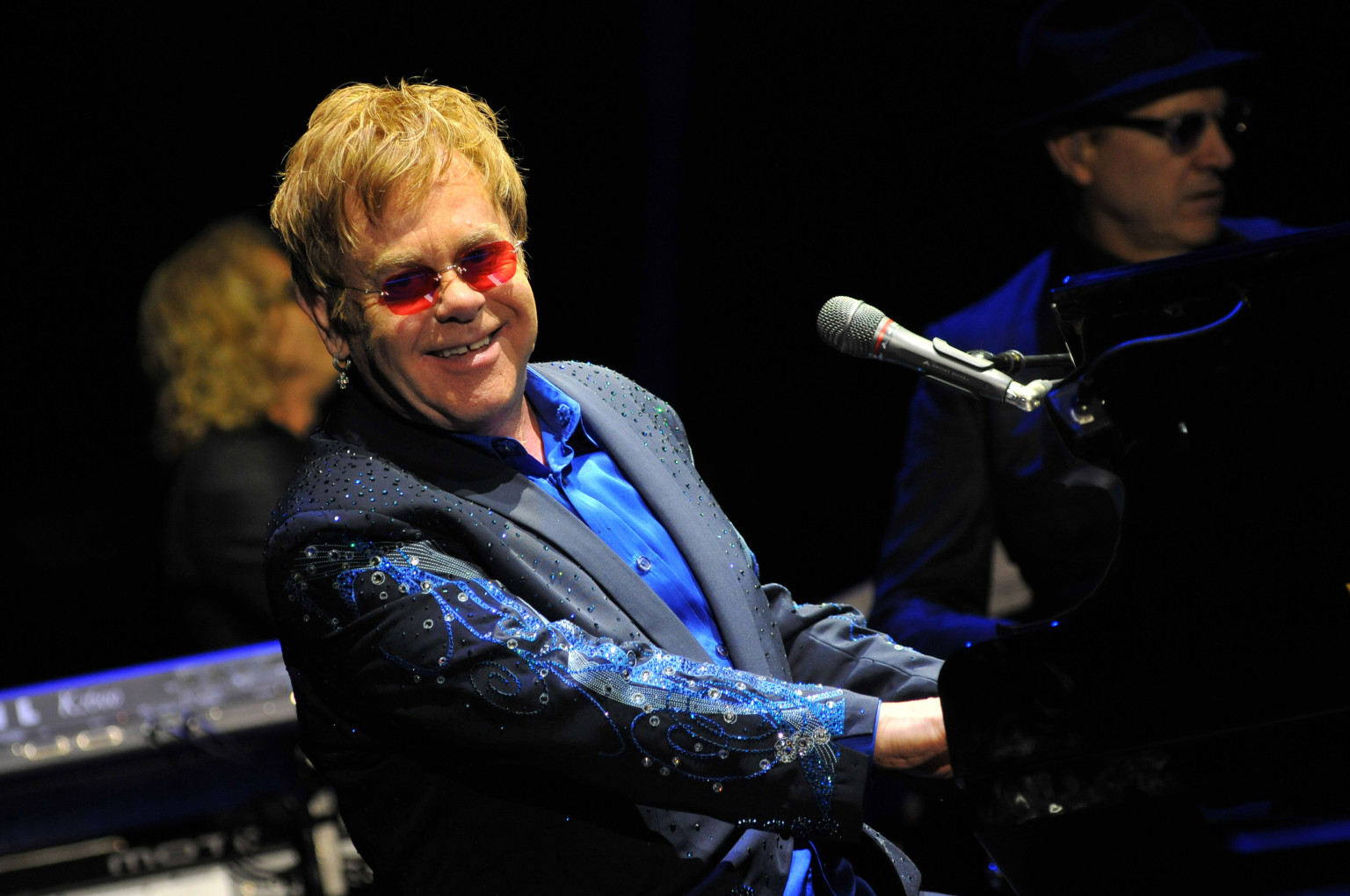 o ELTON JOHN facebook 15 Pop Culture Moments from February 1999