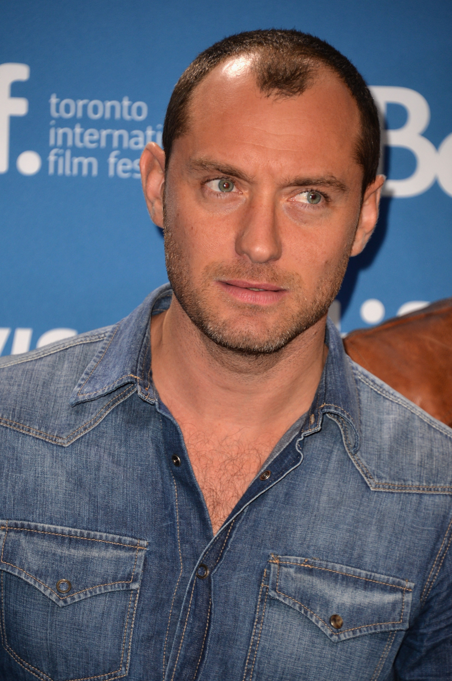 Jude Law Explains The Variations Of 'F--k' In His New Film ... Jude Law