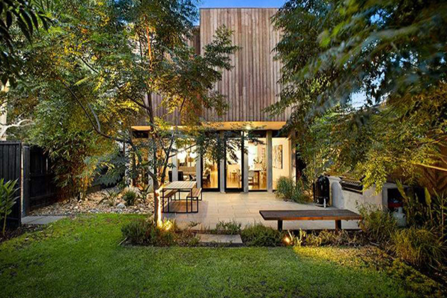 Melbourne Australia Luxury Home Has The Ultimate Backyard For Relaxing And Unwinding Photos