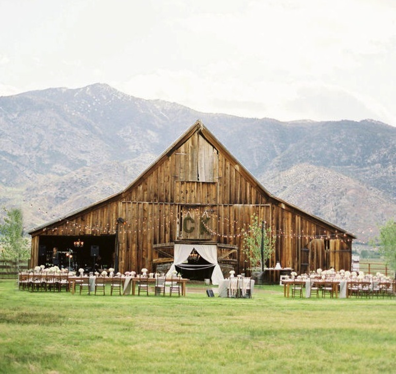 Wedding venues 10 reception locations you 39 ll wish were for Outside wedding venues near me