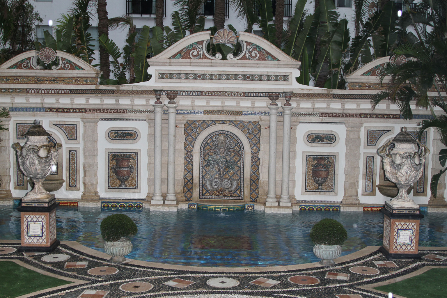 versace mansion auction begins with 25 million opening. Black Bedroom Furniture Sets. Home Design Ideas