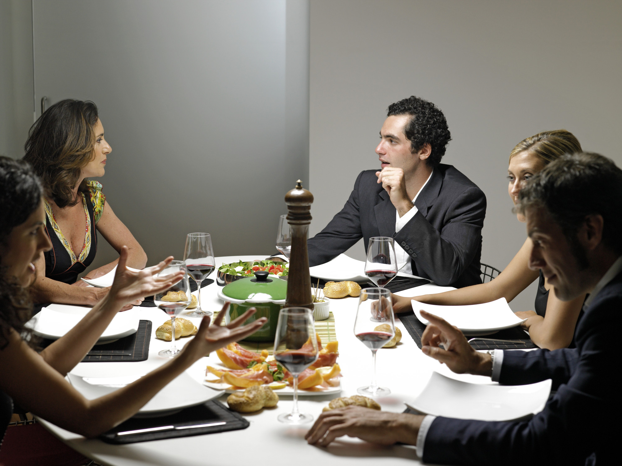 Social Dining Apps That Set Up You To Eat With Strangers