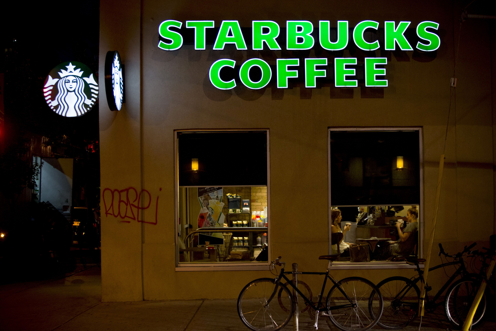 Starbucks Guns Policy Coffee Chain Asks Patrons To Leave