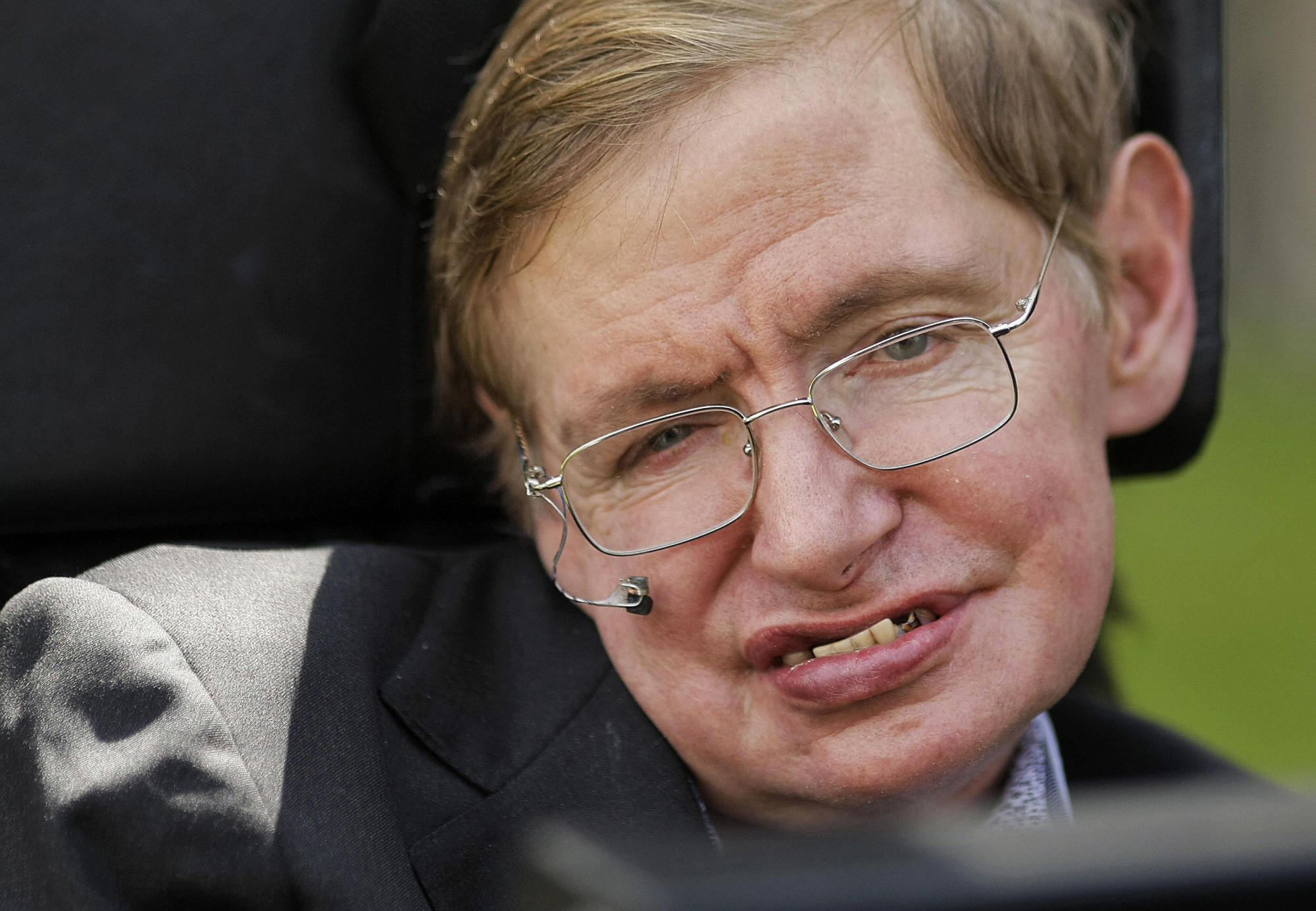 Stephen Hawking In Favour Of Assisted Suicide For Those ... Stephen Hawking