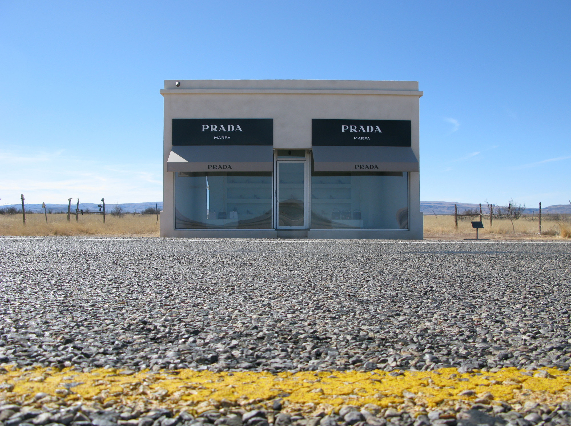 prada marfa closing texas lawmakers attempting to shut down beloved installation huffpost. Black Bedroom Furniture Sets. Home Design Ideas