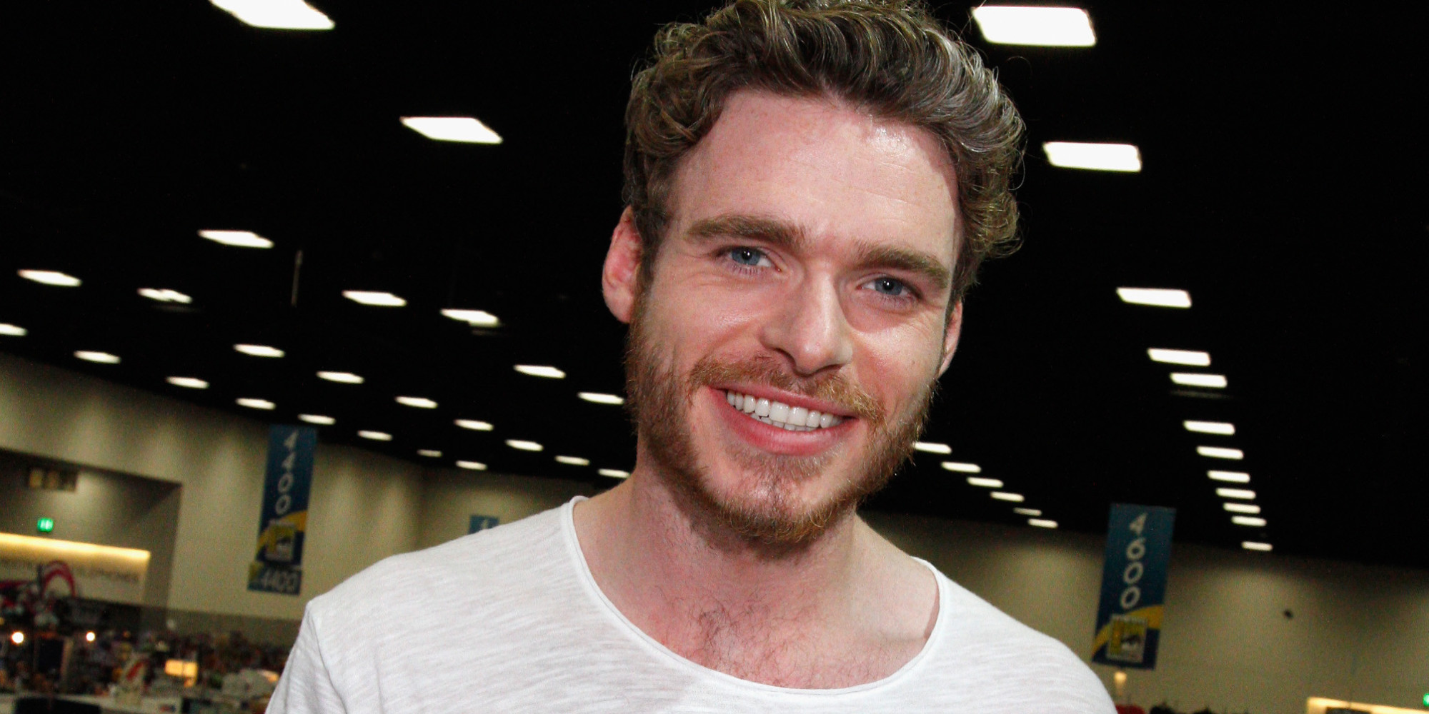 The 31-year old son of father Richard and mother Pat, 180 cm tall Richard Madden in 2017 photo