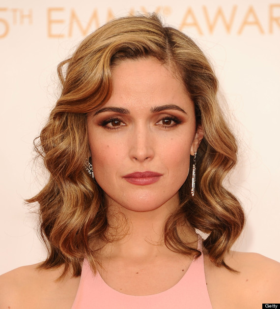 rose byrne debuts blond hair on emmys red carpet photos huffpost. Black Bedroom Furniture Sets. Home Design Ideas