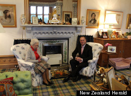 Fancy A Gander At The Queen's Cosy Front Room? (PICTURE)