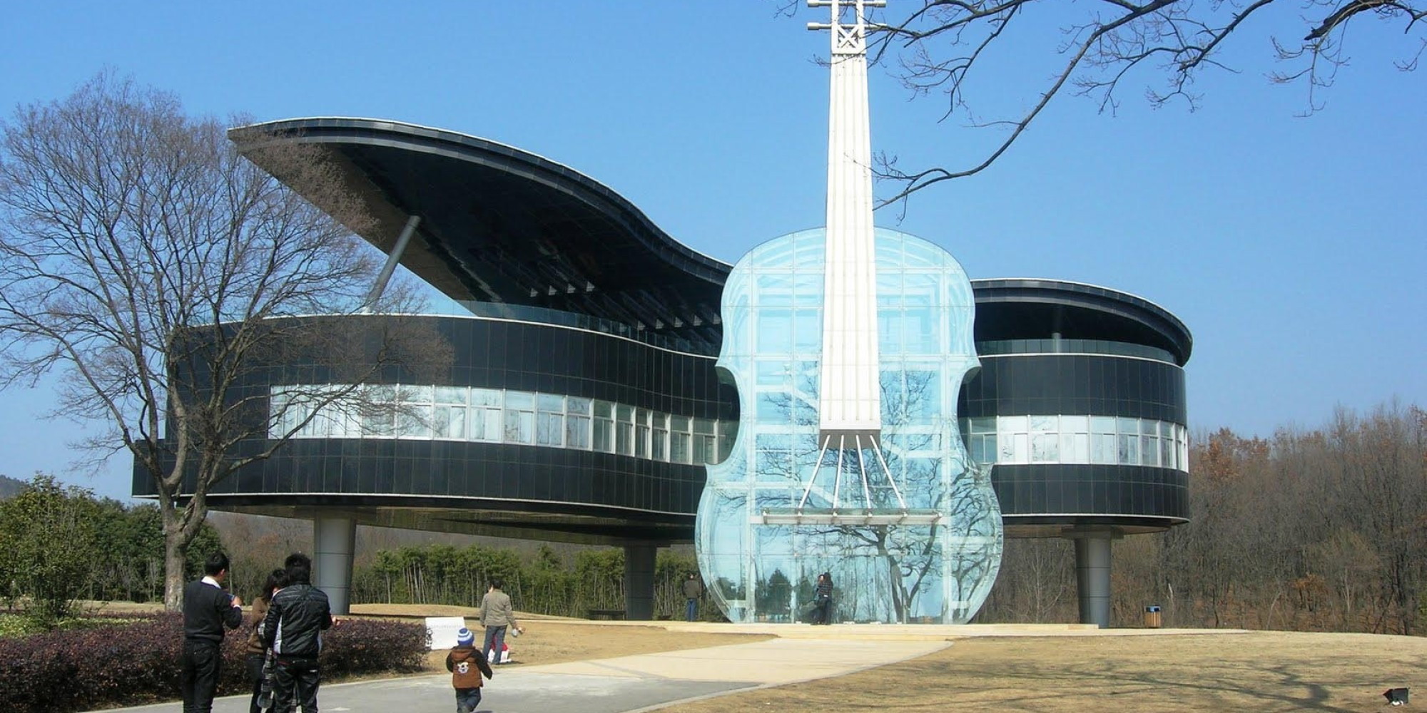Grand piano and violin shaped house in china is the for Best piano house