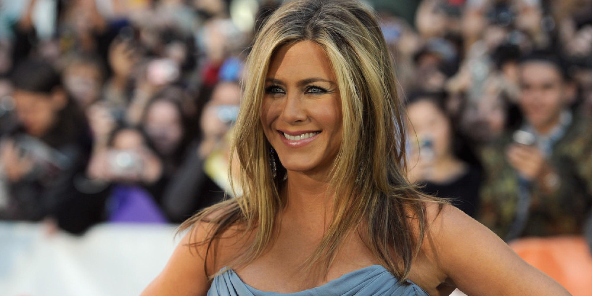 Jennifer Aniston Chooses Wedding Dress