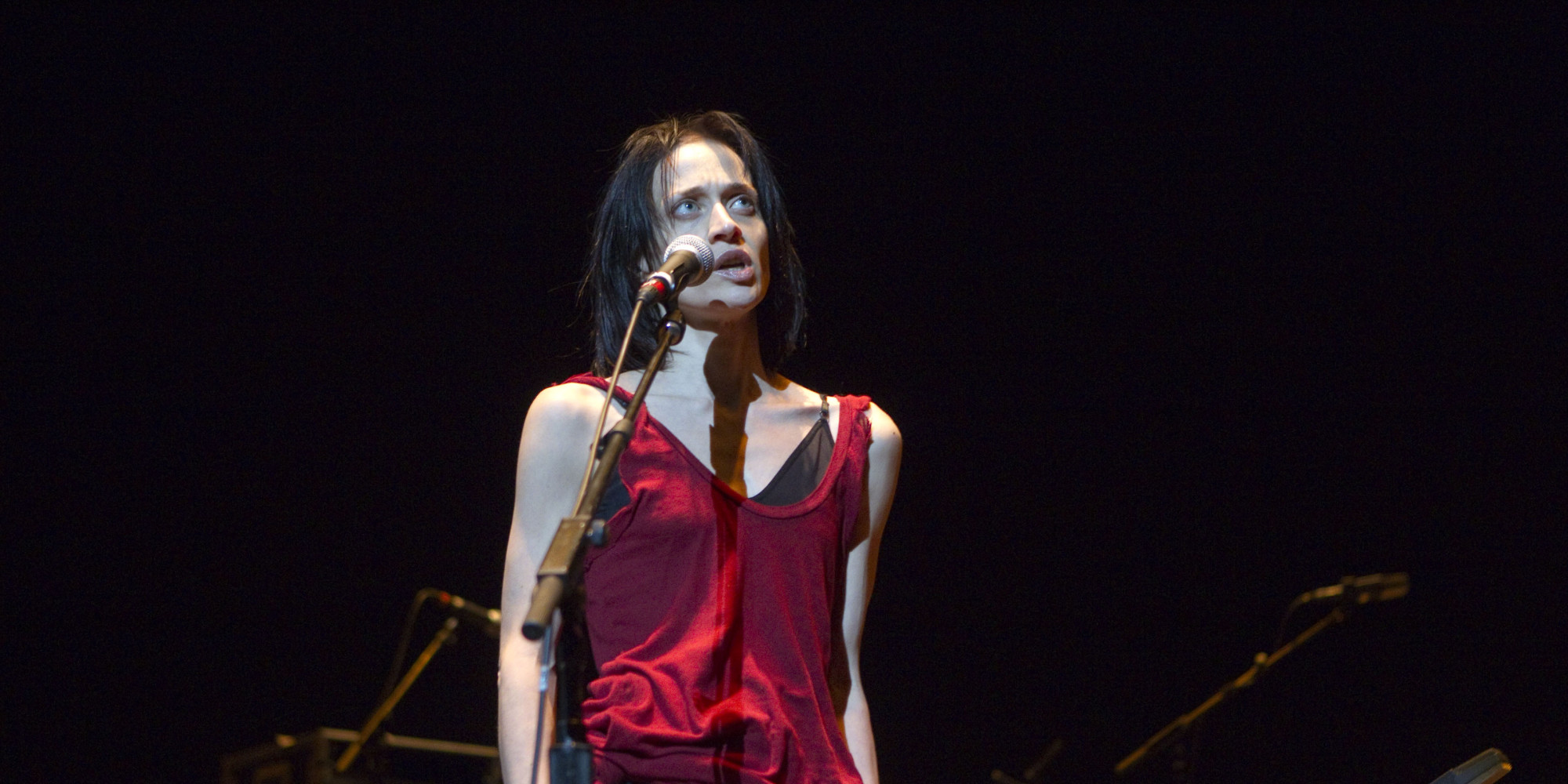 Fiona Apple Breaks Down After Being Heckled Over Her ...
