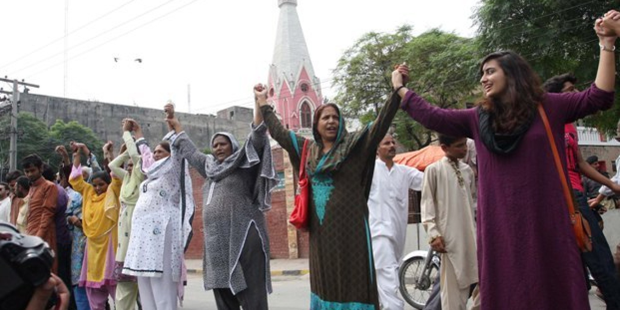 Pakistani Muslims Form Human Chain To Protect Christians