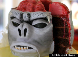 10 Creepy, Crawly, Bloody Halloween Cakes