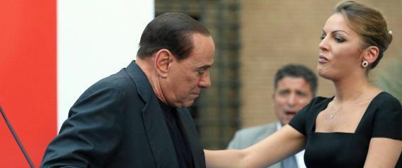 Berlusconi affidato ai servizi sociali. La vedo dura.... N-SILVIO-BERLUSCONI-large570