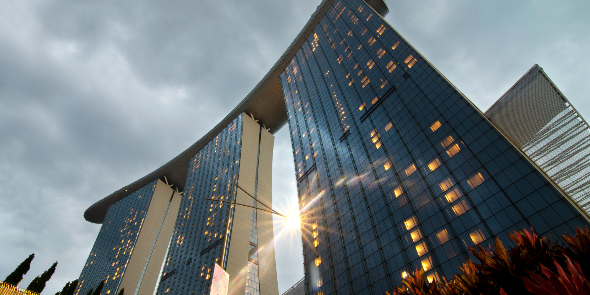The largest hotels in the world photos huffpost for Tallest hotel in singapore