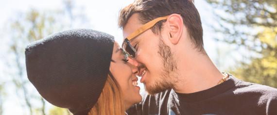 Chaud Les Adolescents S'Embrasser Et Baiser Avec Strapon