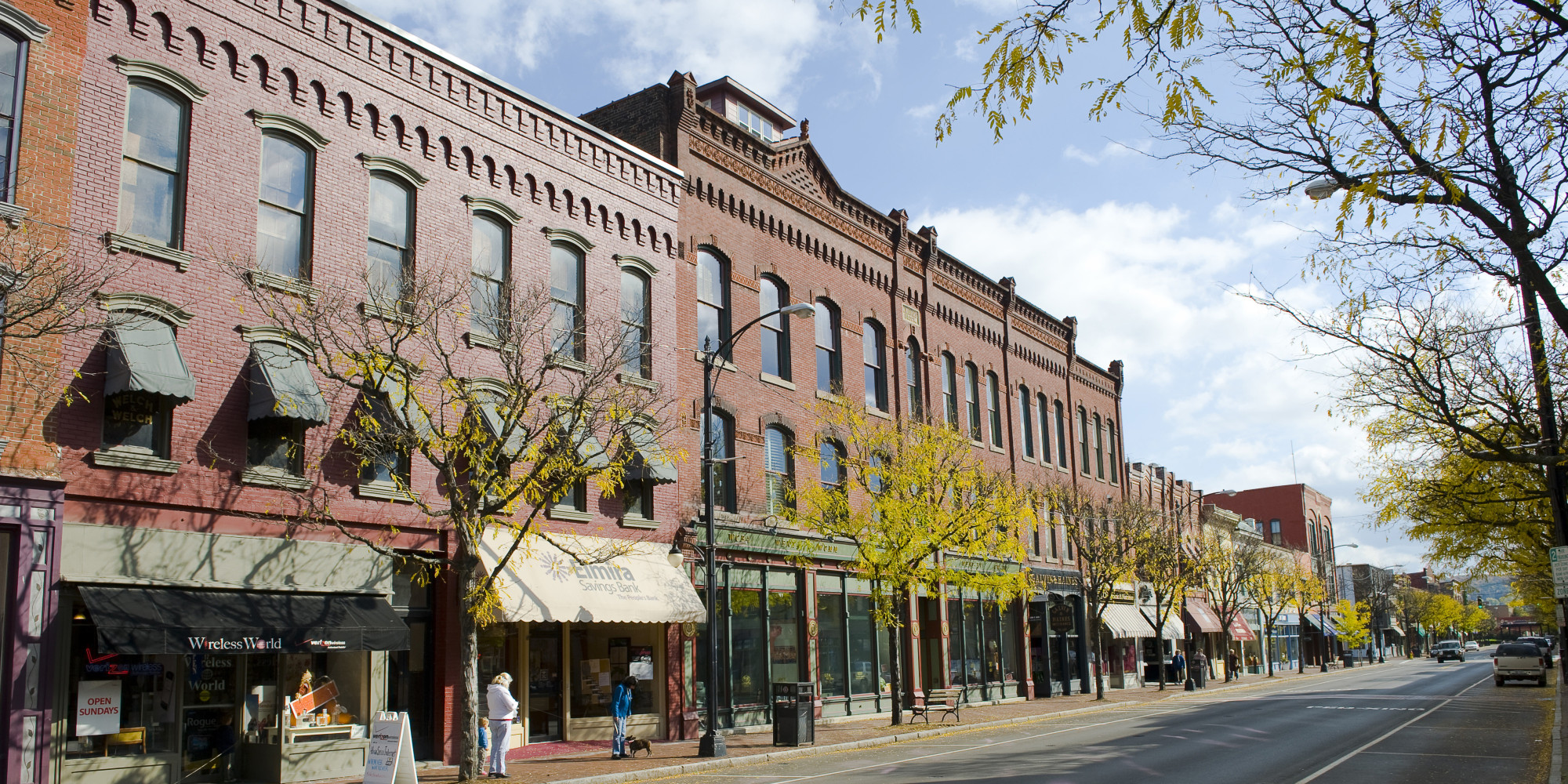 small towns and big cities Big cities and small towns have their apparent but differing pros and cons when it  comes to raising teenagers big cities traditionally contain.
