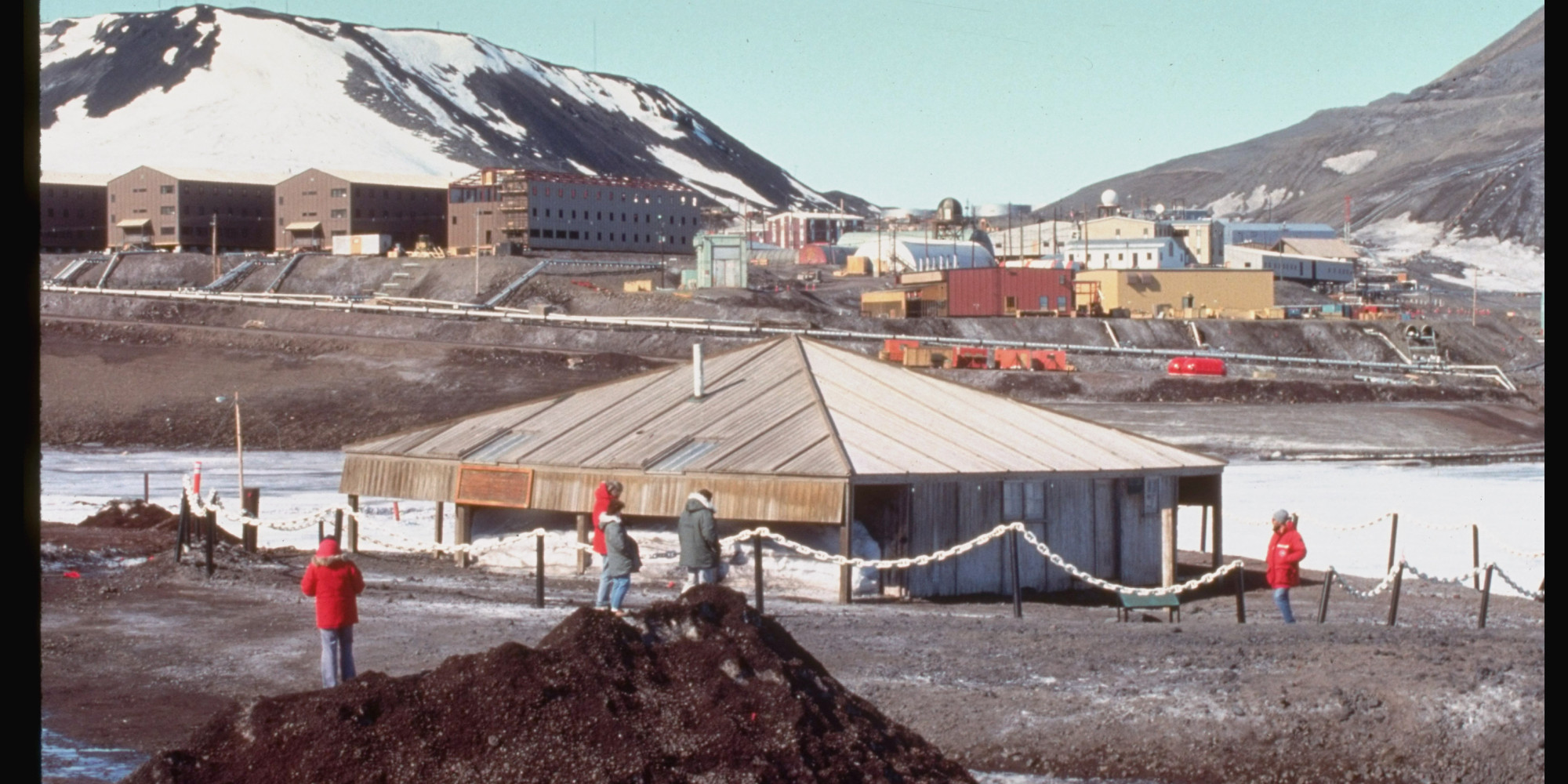 mcmurdo station women Forty years ago, a pioneering research team from ohio state made history as the first us women in antarctica.