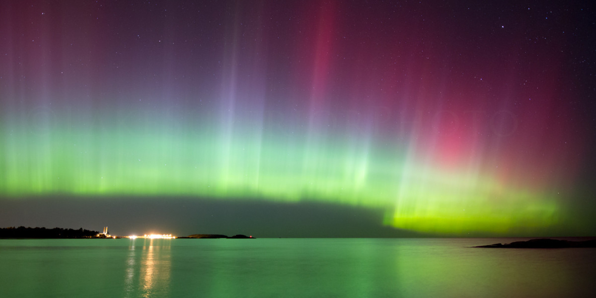 how to see the aurora borealis northern lights from michigan 39 s upper peninsula huffpost. Black Bedroom Furniture Sets. Home Design Ideas