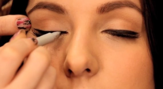 Master The Winged Eyeliner Look With