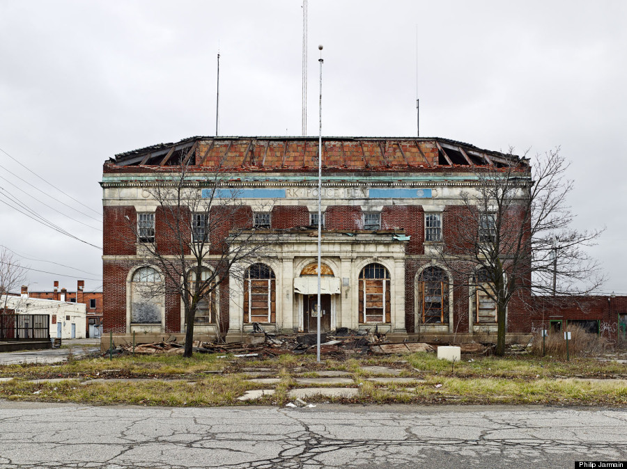 detroit 39 s stunning architectural ruins and why