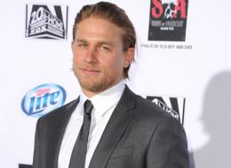 charlie hunnam explains 50 shades of grey