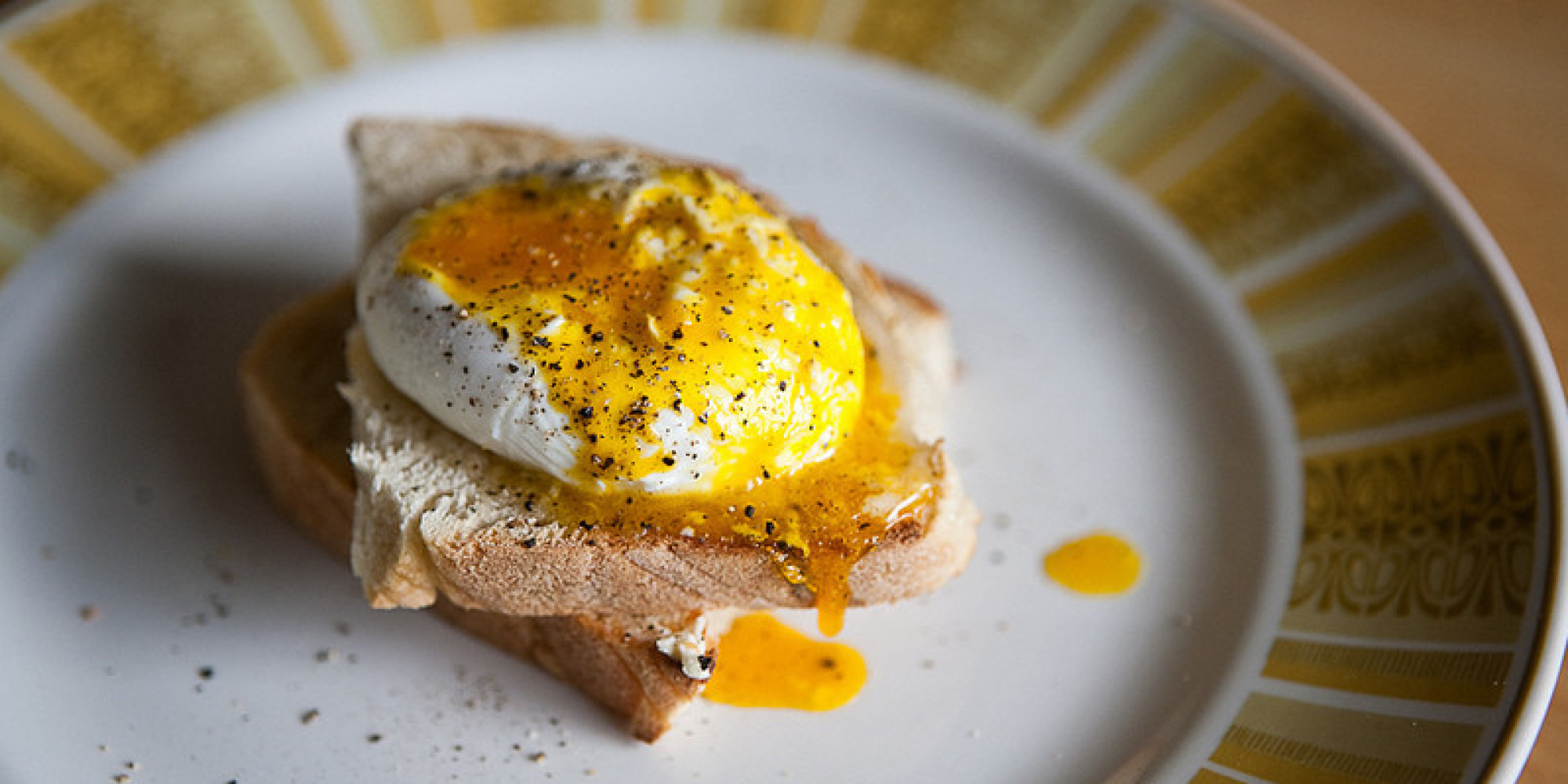 How To Make The Perfect Poached Egg And Never End Up With A Sloppy ...