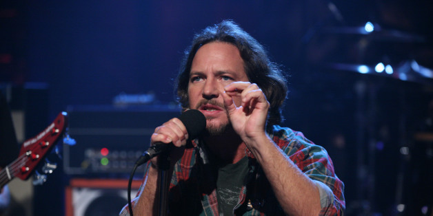 pearl jam played 39 sirens 39 for jimmy fallon huffpost. Black Bedroom Furniture Sets. Home Design Ideas