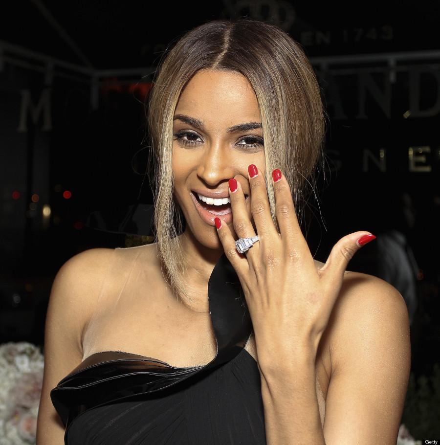 More Celebrity Engagement Gwen Stefani Engagement Ring Close Up
