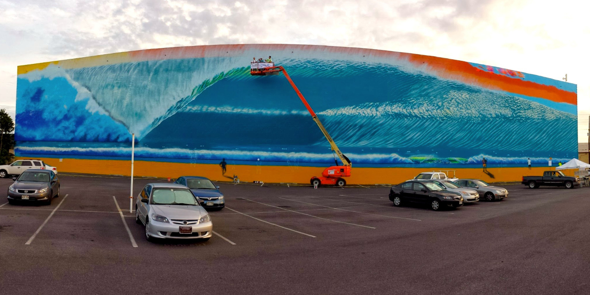 hilton alves completes world s largest surf mural in hawaii 100 hilton alves completes world s largest surf mural in hawaii 100 more to go huffpost
