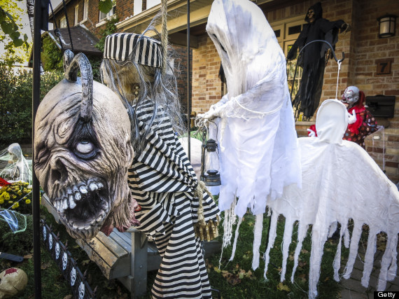 10 halloween photos from around the world huffpost - Halloween decorations toronto ...