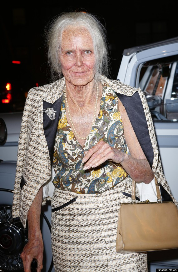 Decorating Ideas > Heidi Klums Old Lady Halloween Costume Is Ridiculously  ~ 185751_Halloween Costume Door Old Ladies