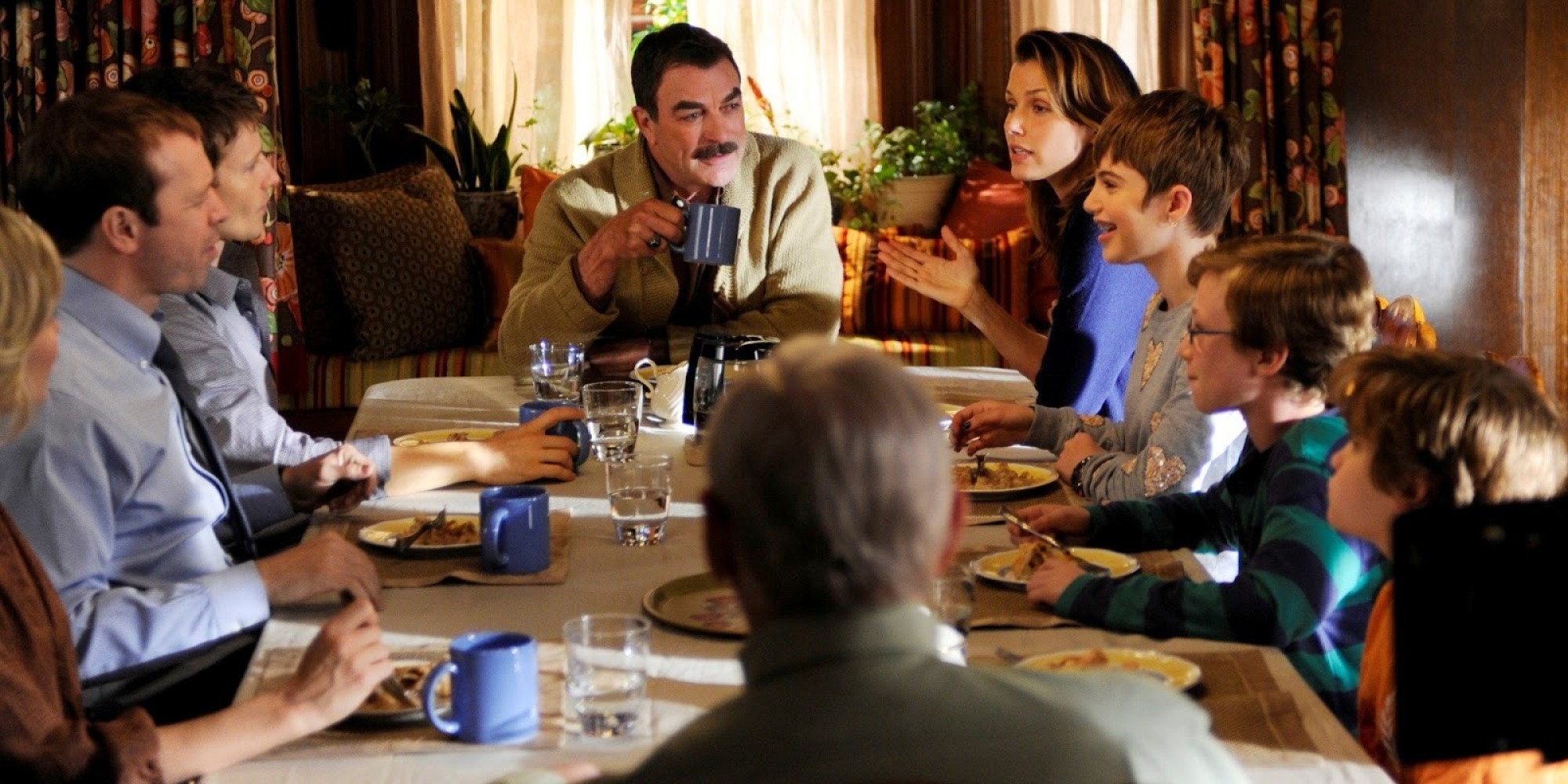 39 blue bloods 39 season 4 what it 39 s like at the dinner table for Table 9 movie