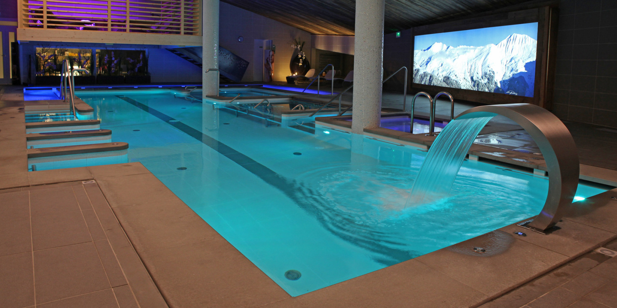 Luxury hotels and spas for an apr s ski treatment photos for Pool spa show winnipeg