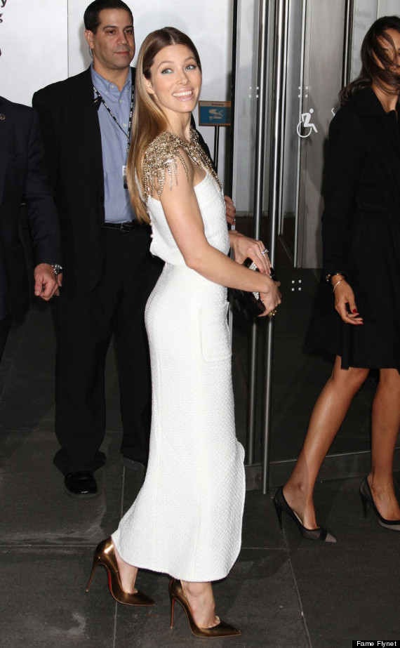 Jessica Biel S Glamorous White Dress Accentuates Her