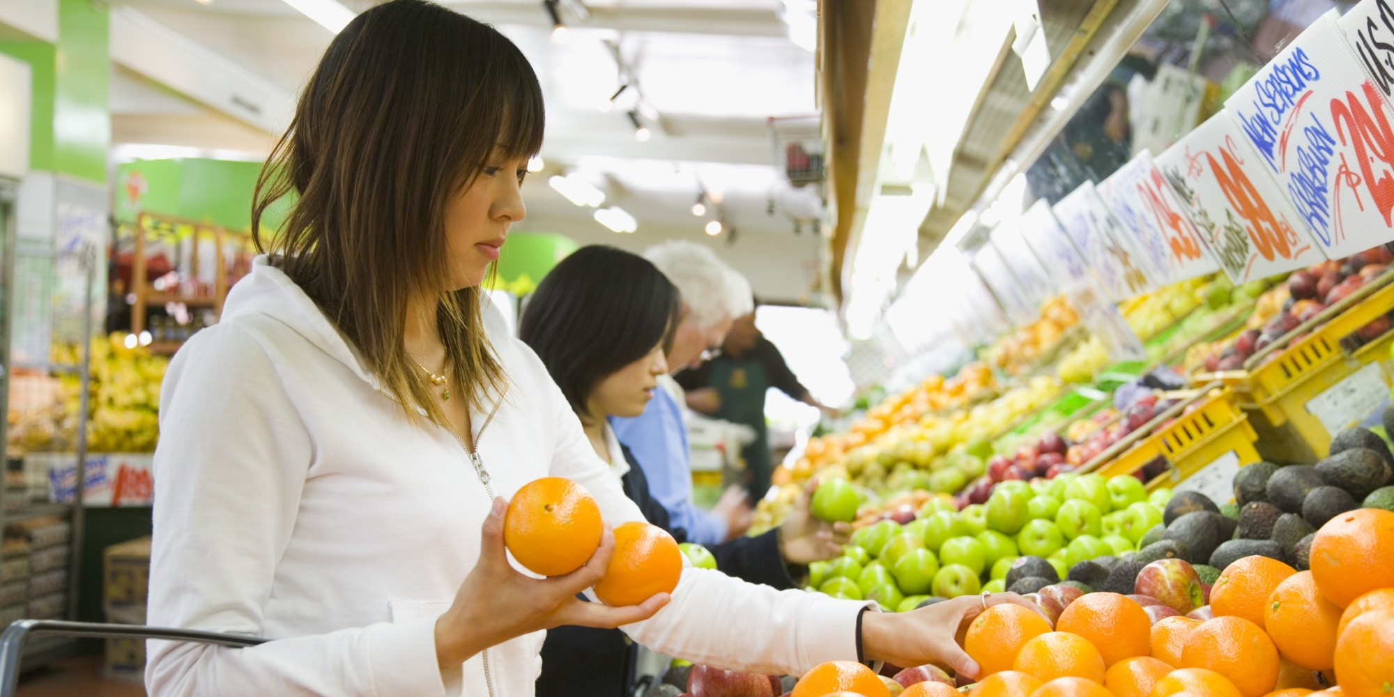 """organic food vs non organic """"organic produce did have the slight edge in food safety, with 30% lower pesticide residues than conventional foods"""" 30% is a 'slight edge' when it comes to organic over non -organic foods."""