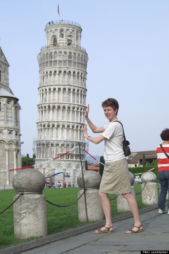 tourists leaning pisa