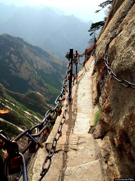 Mount Huashan Is One Of The Most Dangerous, Terrifying ...