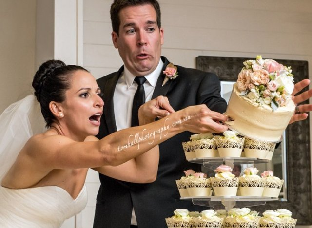 Cutting the cake didnt go so well for this newlywed couple huffpost cake cutting disaster junglespirit Image collections