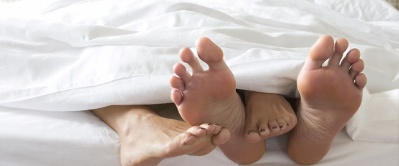 COUPLE CUDDLING BED