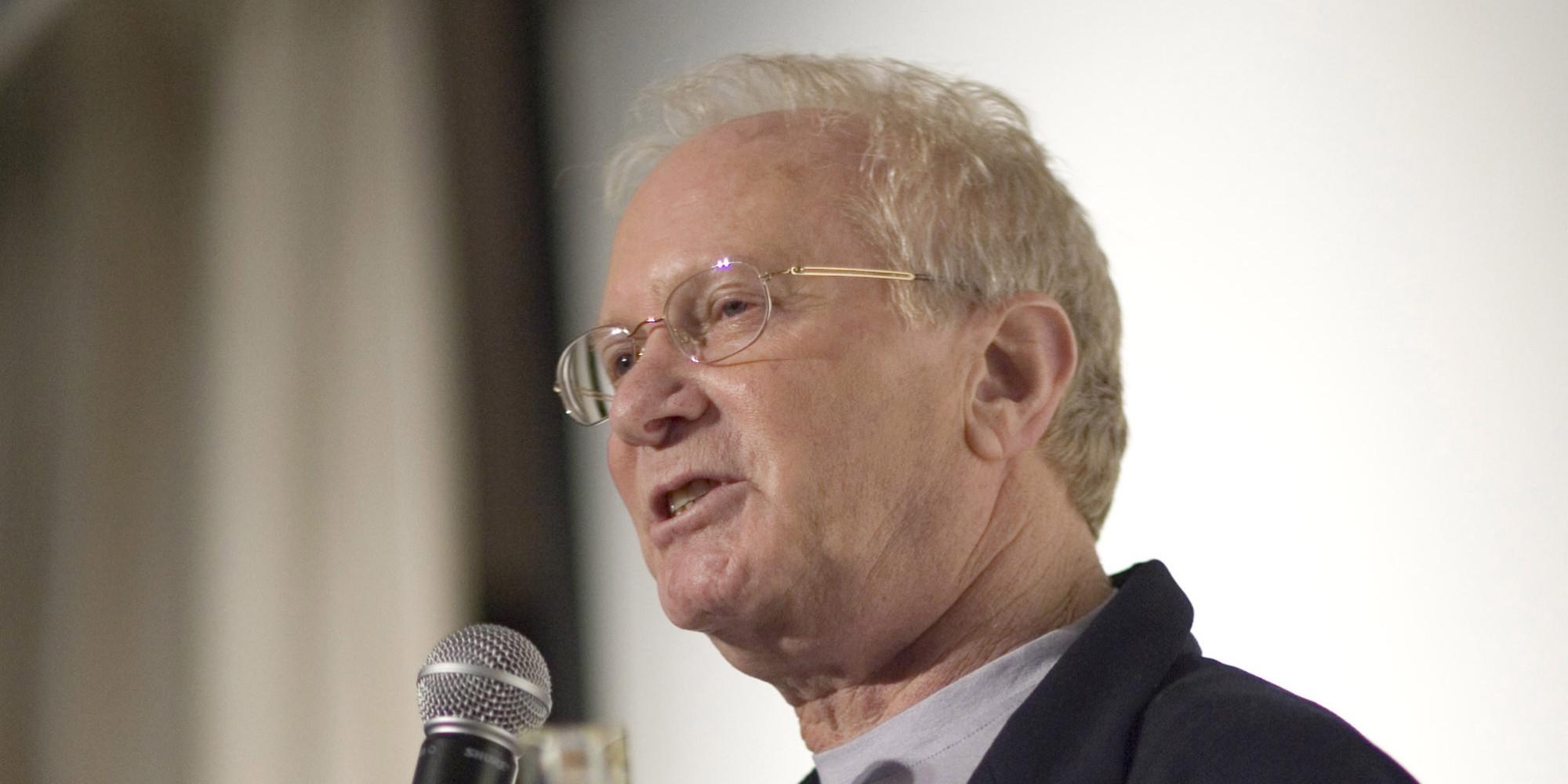 renowned screenwriter syd field dies