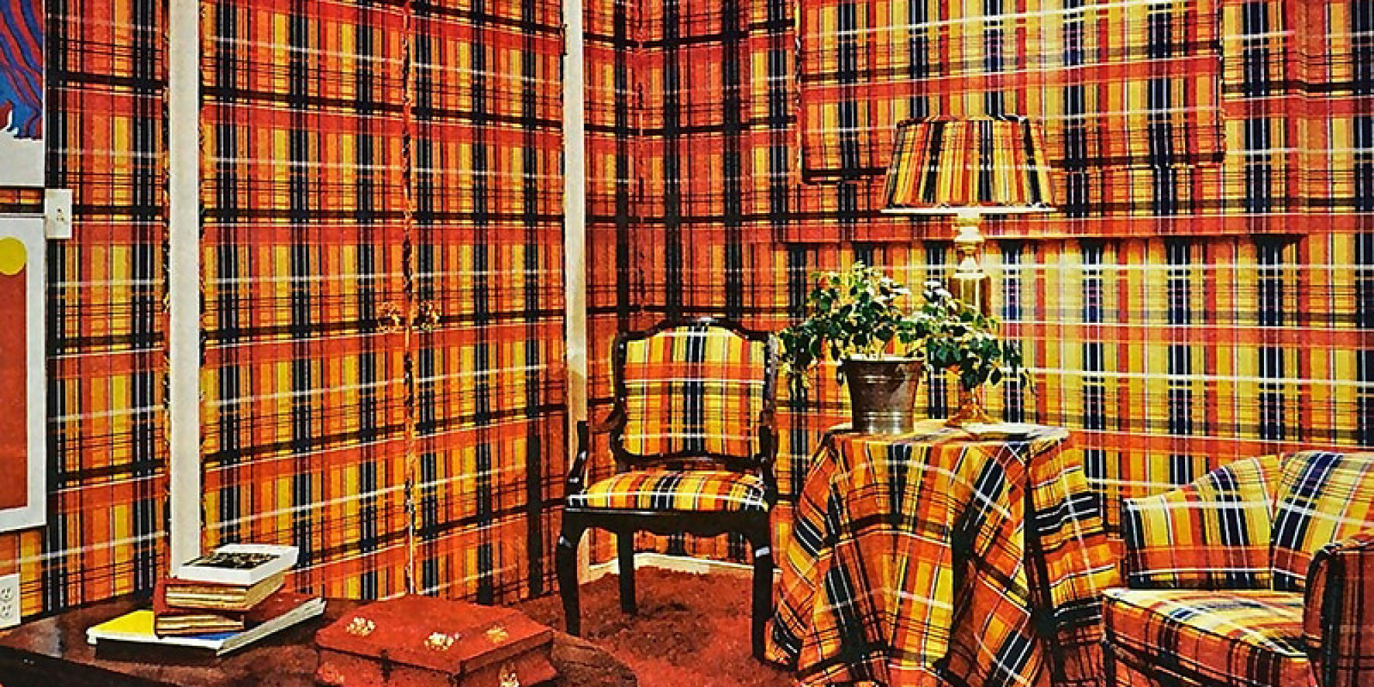 The 9 things you 39 ll see in decor hell photos for Interior design 70s house