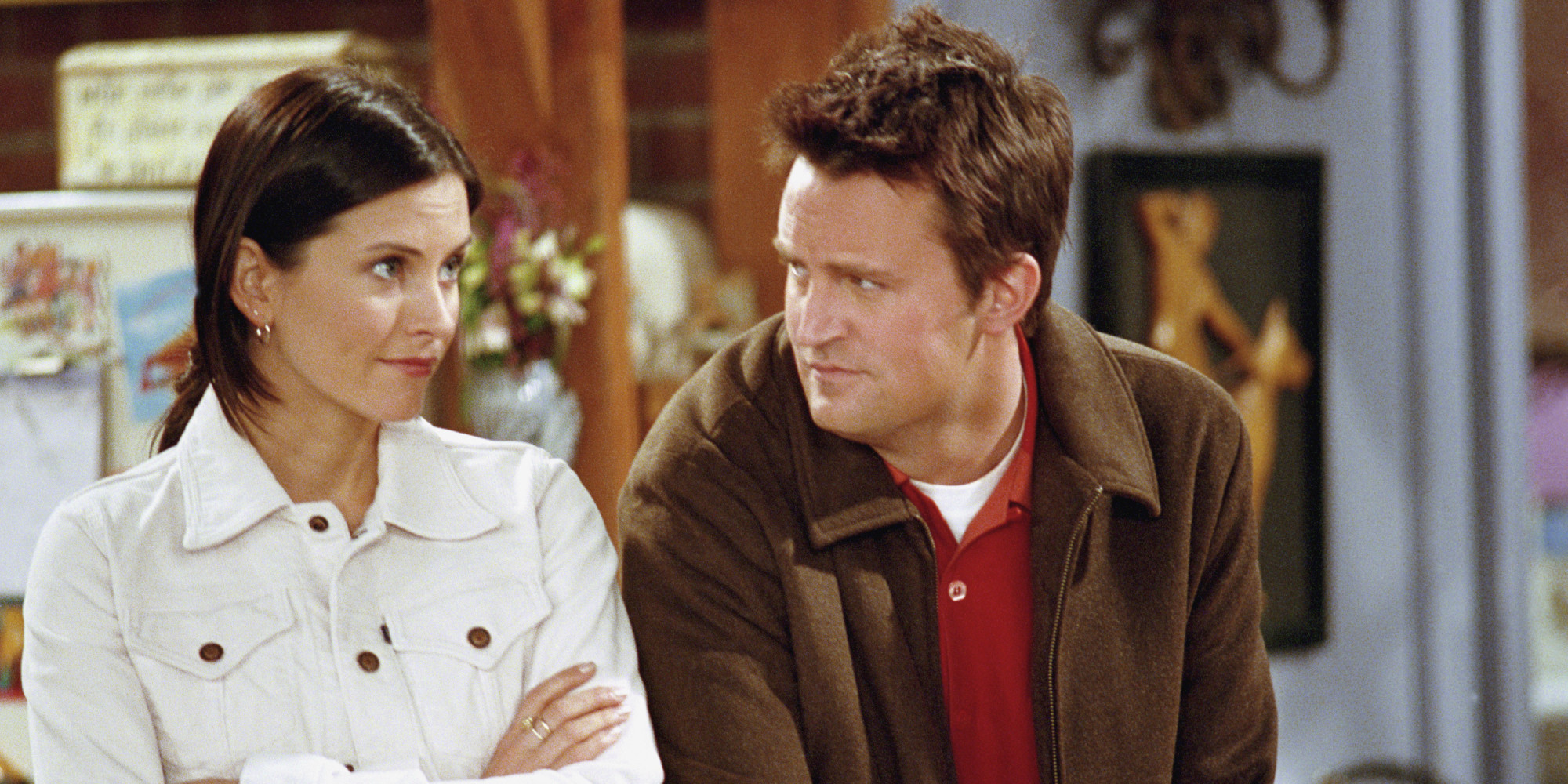 In Friends when do Chandler and Monica start dating