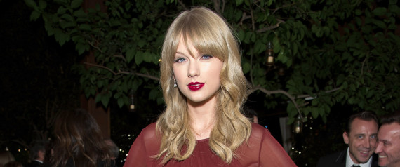 TAYLOR SWIFT HOLIDAY PARTY
