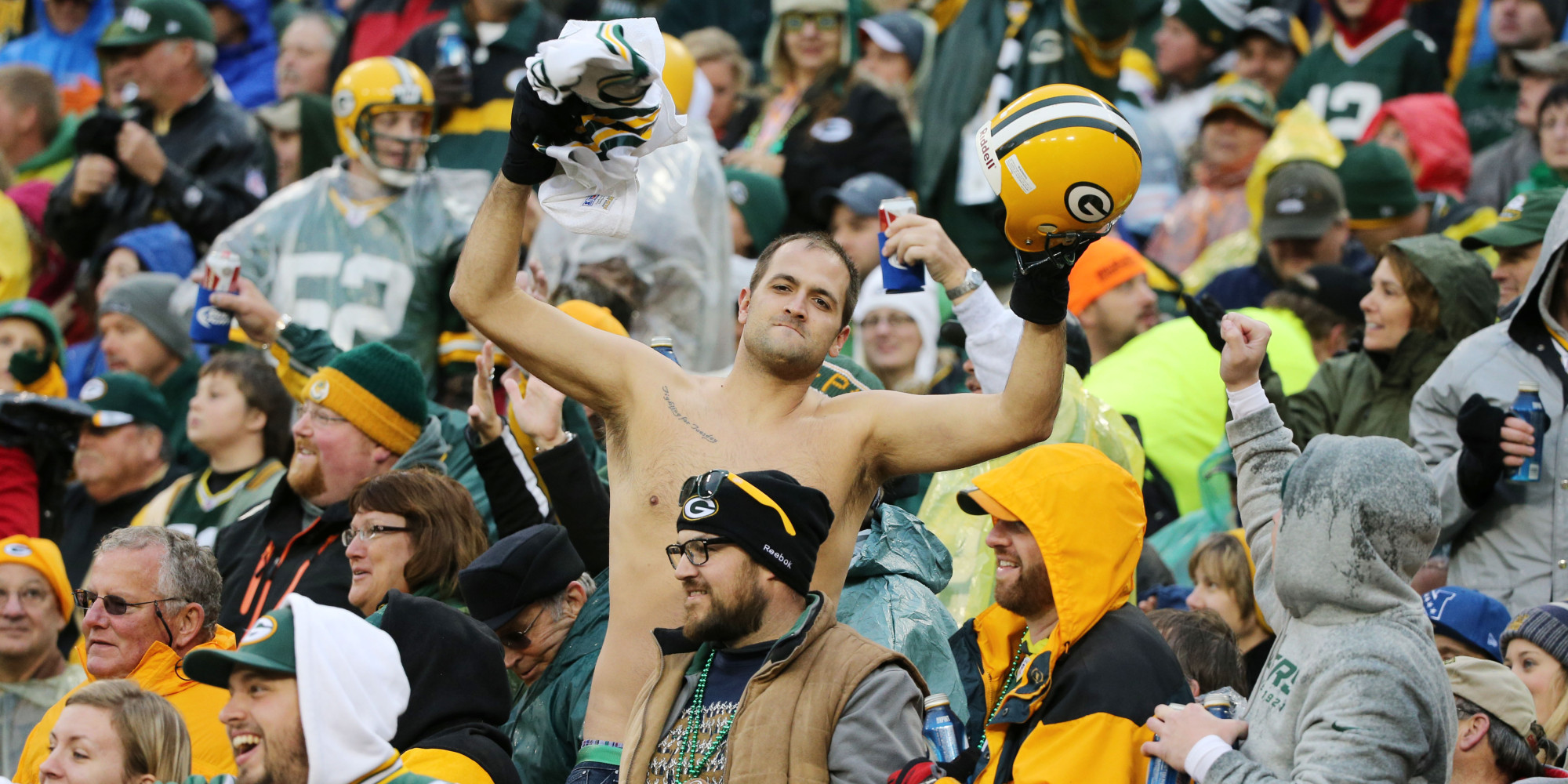 Milk, green bay packer fans in bikini Maravilhoso god damn