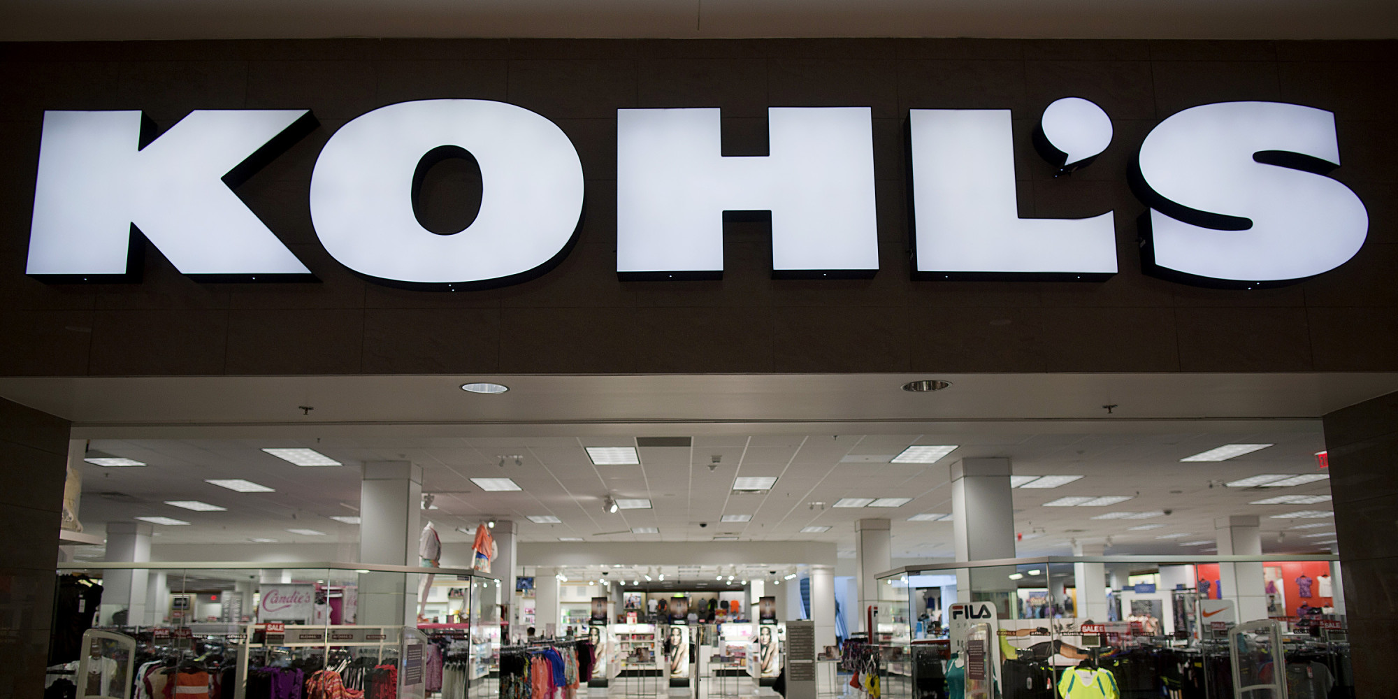 Menomonee Falls-based retailer Kohl's Corp. has hired Greg Revelle to serve as its chief marketing officer.