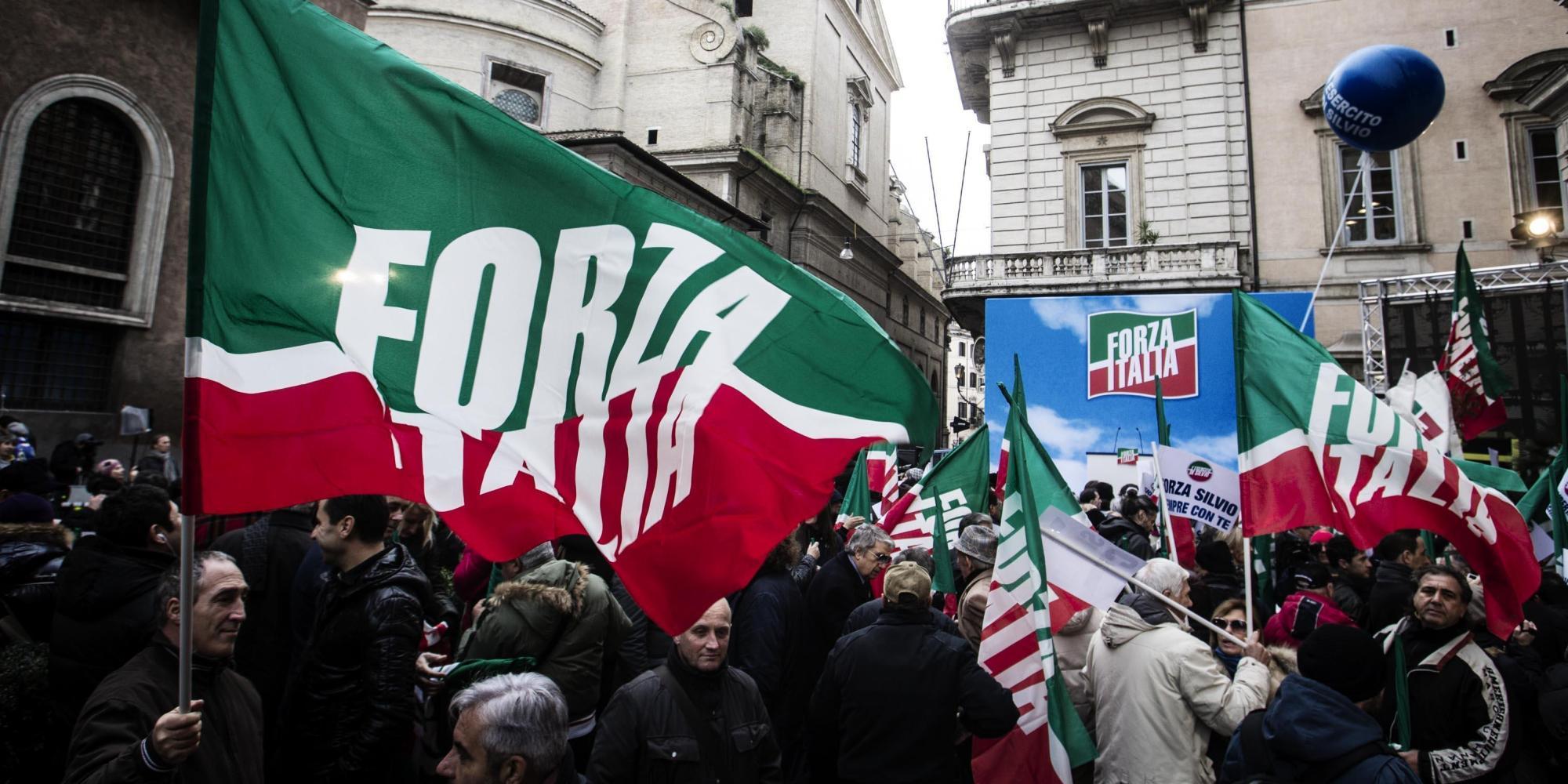 Decadenza silvio berlusconi il discorso alla piazza for Parlamentari forza italia