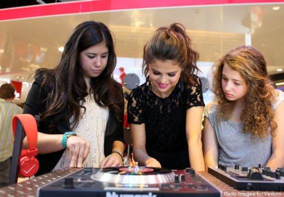 Selena Gomez Habla Sobre 39 Sube El Volumen 39 Su Nuevo