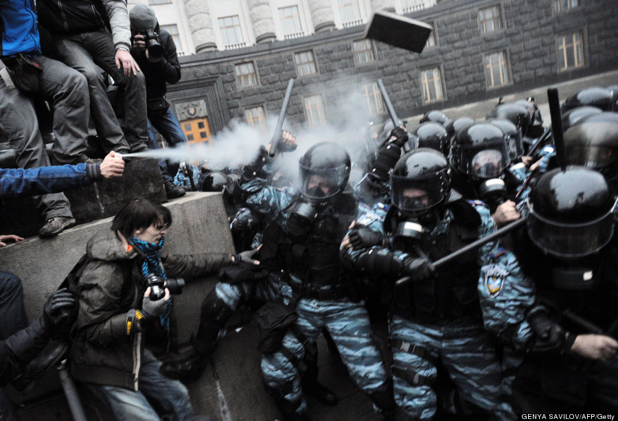 protesters use tear gas ukraine